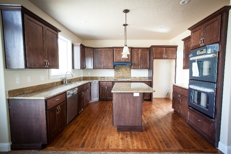 New construction cabinets and kitchens masters touch for Kitchen cabinet contractor